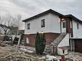 Двуетажна къща с двор и гараж във Владая