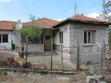 One-storey house with yard 10 km away from Parvomay