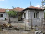 Едноетажна къща с двор на 10 км от Първомай