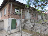 House with yard in a picturesque village 10 km from Parvomay