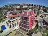 Тристайни апартаменти в модерна сграда на 500 м от плажа и морето
