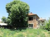 Двуетажна къща с двор на 15 км от СПА курорт Хисаря