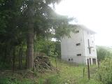 Четириетажна къща в Искърското дефиле близо до Своге