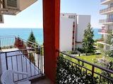 Тристаен апартамент с гледка към морето в комплекс на първа линия в Свети Влас