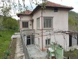 Къща с двор близо до гр. Трявна