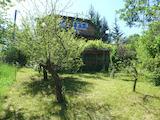 Здрава триетажна къща с двор в село Макоцево, на 40 км до София