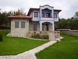 Два дома с двором в 30 км от Варны