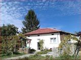 Массивный одноэтажный дом у подножия Балканских гор,в 20 км от Севлиево