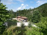 Два односемейных дома с двором в СПА курорте Костенец