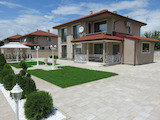 Меблированный двухэтажный дом с двором и гаражом в кв. Беломорски