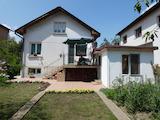 Двухэтажный дом с гаражом в центре Самокова