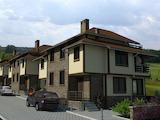 Новые односемейные дома с двором в районе Горна Баня