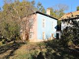Просторный каменный дом с большим двором в 25 км от Плевена