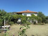 Южный дом с двором возле СПА курорта Хисаря