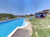 Уникальный особняк с бассейном, огромным участком земли и потрясающими видами