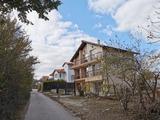 Полностью меблированный трехэтажный дом недалеко от курорта Золотые пески
