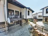 Двухэтажный дом с двором в дачном поселке Овиначе